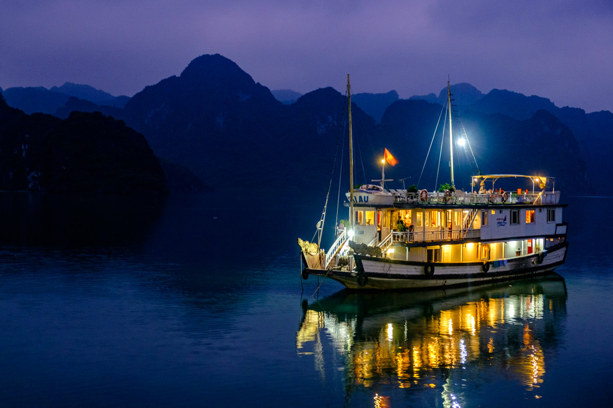 how to visit Halong Bay