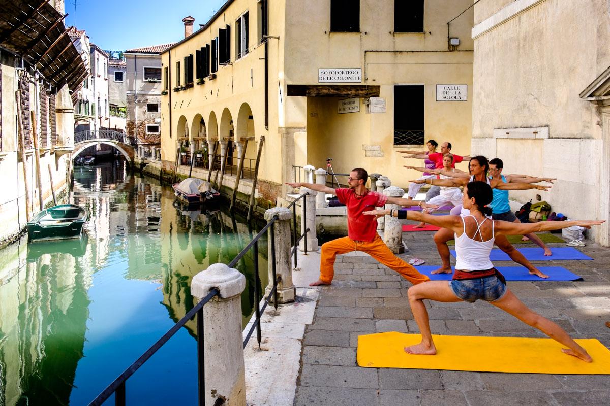 Guerilla yoga in Venice