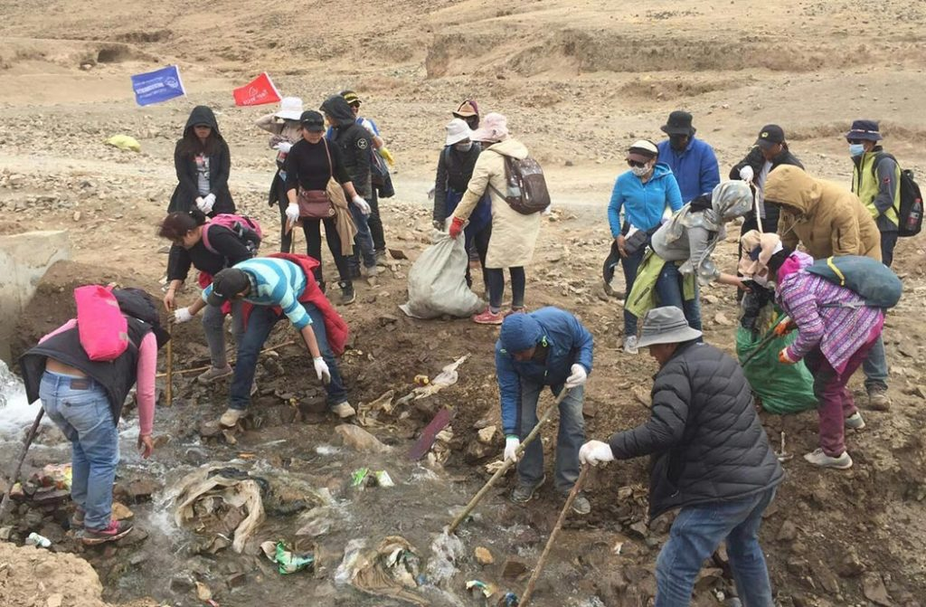 Garbage Pick Up : How to travel responsibly in tibet