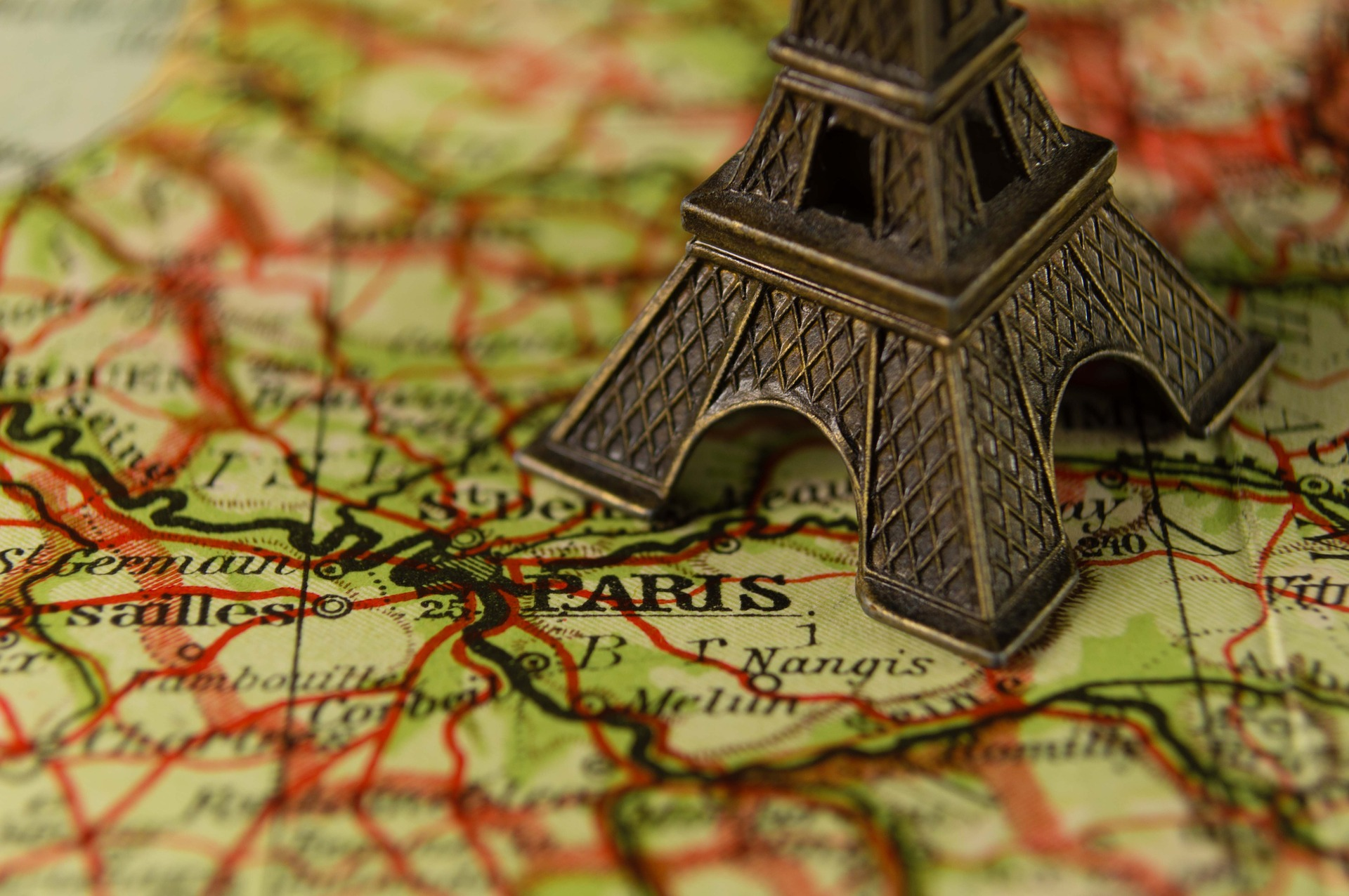 What to wear in Paris: The Ultimate Guide