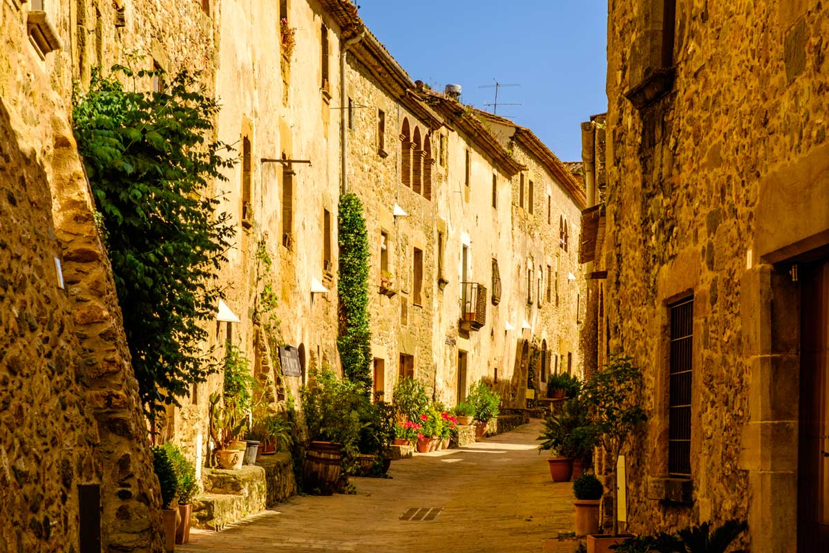 Cycling Medieval Towns in Costa Brava And The Pyrenees